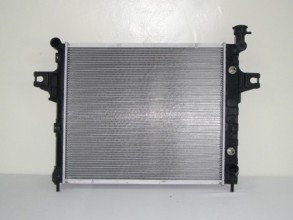 2001   2004 Jeep Grand Cherokee Radiator   (4.7L V8) Replacement