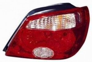 2005-2006 Mitsubishi Outlander Tail Light Rear Lamp (LS / XLS) - Right (Passenger)